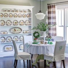 Craftsman Cottage, Elegant Living Room, Pastel Fashion, White Paneling, Spring Home, Pretty Pastel, Table Plans, Table Linens, Cottage Style