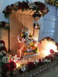 Ganapati makhar Mandir Decoration, Ganpati Decoration Design, Ganapati Decoration, Diwali Decorations, Festival Decorations, Flower Decorations, Wedding Gift Baskets, Wedding Gift Wrapping, Eco Friendly Ganpati Decoration
