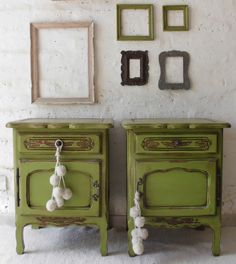 Green Painted Furniture, Paint Furniture, Furniture Makeover, Restoring Old Furniture, Mediterranean Living Rooms, Home Design Decor, Home Decor, Painted Chest, Deco Design