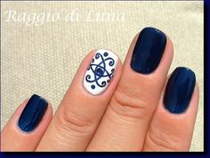 I simply adore these colours and this manicure! :-)    Golden Rose n° 231 Dark Blue  NYC n° 134 Pinstripe White  Acrylic colours  NYC n° 138...
