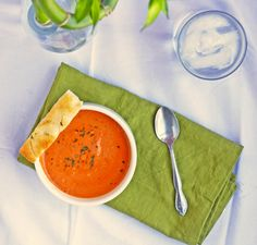 Tomato Gorgonzola Soup - this recipe is ridiculous: gorgonzola, cream cheese, AND half and half? But it does sound delicious. Soup Recipes, Healthy Recipes, Healthy Food, Happy Healthy, Unique Recipes, Ethnic Recipes, Low Fat Cream Cheese, Chili Soup, Soups And Stews