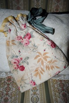 ANTIQUE bag purse reticule Pink ROSES & BIRDS French Cretonne Fabric di villavillacolle su Etsy
