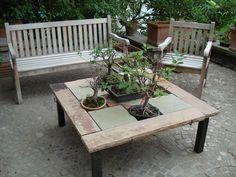 tavolo per esterno realizzato con lastre di arenaria color neuter 115x15, lastre di calcare color virens 30x30, lastre di arenaria triangolari color ruber http://www.pulchria.it/index.php/photo/giardini#nanogallery/nanoGallery/6068458999254555185/6068459474881568658