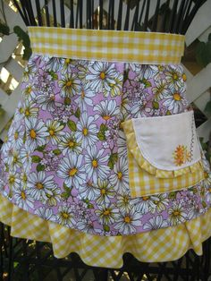 Apron  Crazy Daisies & Checks by LinensbyLynne on Etsy, $40.00
