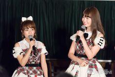 "AKB48が29日、千葉市内で「bayfm meets AKB48 10th Stage ~パーティーは終わらない~」 の公開録音を行った。 12月8日に劇場オープン10周年を迎えるAKB48。bayfmの同特番も今回で10年連続10回目を数える。 この日、公開録音に登場したのは高橋みなみ、小嶋陽菜、渡辺麻友、柏木由紀、横山由依、北原里英、小嶋真子、高橋朱里の8人。 抽選で選ばれた幸運なリスナー100人を前に、数人に分かれての対談コーナーやリスナーのアンケートによる「AKB48 10年のベストソング」や「AKB48 10年のMVP」などをランキングで紹介するなど、和気あいあいとトークを繰り広げた。 [gallery ids=""52886,52891"" size=""SingleSS"" link=""file"" link_size=""full"" columns=""2""] 番組の後半には毎年出演しているAKB48総合プロデューサーの秋元康..."