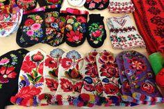 Hedvig Handarbetar: June 2014. Twined knitted mittens with Påsömsbroderi. Dala-Floda, Dalarna.