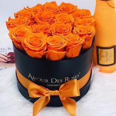 "Amour Des Roses® Rosenbox auf Instagram: ""Deep Orange 🧡 - Beautiful as the Sunset 🌞 #amourdesroses #rosebox #flowerbox #orange #sunset #weekend #saturday"" Beautiful Rose Flowers, Fresh Flowers, Beautiful Bouquets, Beautiful Things, Luxury Flowers, Happy Thursday, Flower Boxes, Flower Arrangements, Planter Pots"