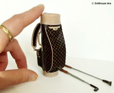 Dollhouse Ara » Dollhouse Miniatures(G1) LV Vintage Golf Bag 1/12 handmade Bag Re-pinned by www.apebrushes.com. GREENS BRUSHES THAT REALLY WORK! Dollhouse Furniture, Dollhouse Interiors, Ara, Gifts For Golfers, Vintage Golf, Barbie Accessories, Miniture Things, Mini Me, Handmade Bags