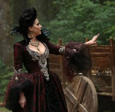 The Evil Queen Chokes [SPOILER] in Once Upon a Time Season 3, Episode 2
