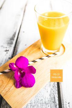 El color tan encendido que se observa en un vaso de jugo de naranja aporta millones de beneficios para el organismo. ¿Y tu, ya te tomaste tu porción de color? #ComidaDeColores #Comex #Breakfast #Orange #Juice #Raw #Colorful #Food