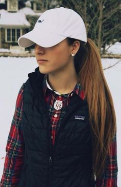 ctshorelinelivin: The prep holy trinity: VV, Monograms & Patagonia you can wear it in the fall or the winter loveley and preppy! Fall Winter Outfits, Winter Wear, Autumn Winter Fashion, Winter Style, Beauty And Fashion, Look Fashion, Womens Fashion, Preppy Fashion, Classic Fashion