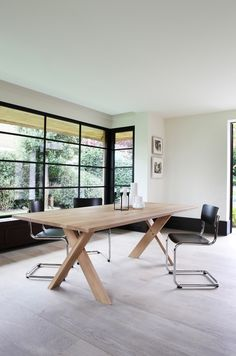 Ethnicraft Pettersson oak Table (also available in teck) + Thonet  S43 Chair