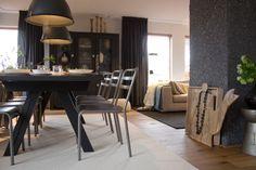 Woonkamer | Living ✭ Ontwerp | Design Marijke Schipper - 2 Industriele lampen van VM-Design in Eigen huis en Tuin