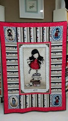 Colcha Gorjuss Panel Quilts, Quilt Blocks, Fabric Bags, Small Quilts, Quilting Tutorials, Beautiful Dolls, Baby Quilts, Applique, Projects To Try