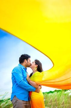 Harishankar Photography - Love Story Shot - Bride and Groom in a Nice Outfits. Photo Poses For Couples, Couple Picture Poses, Couple Photoshoot Poses, Couple Shoot, Quinceanera Photography, Indian Wedding Photography Poses, Wedding Couple Poses Photography, Pre Wedding Shoot Ideas, Pre Wedding Poses