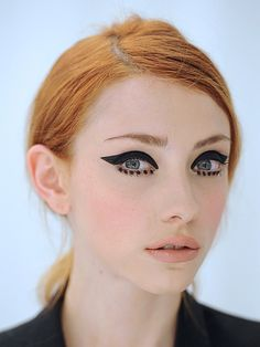 An easy guide to 60s makeup - Sexy 60s makeup is a snowballing beauty trend. Tackle it with these tips