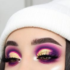 29 Colourful makeup looks the easiest way to update your look - stunning makeup ideas . ideas dramatic 29 Colourful makeup looks the easiest way to update your look Makeup Eye Looks, Gold Eye Makeup, Dramatic Makeup, Natural Eye Makeup, Cute Makeup, Eyeshadow Looks, Eyeshadow Makeup, Awesome Makeup, Dramatic Eyes