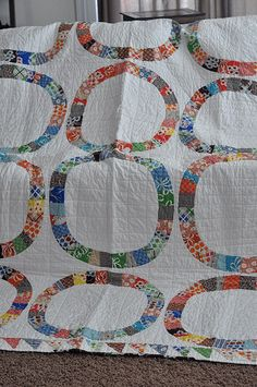 single girl quilt - I like this modern take on the wedding ring