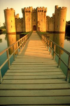 The Most Beautiful Castles in Europe , Bodiam Castle – UK I love this place!