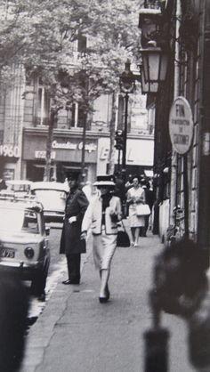 Coco Chanel dans les rues de Paris