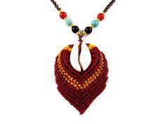 Halskette Thai Kauri Muschel Rot Perlen Makramee von Valadda Jewelry auf DaWanda.com