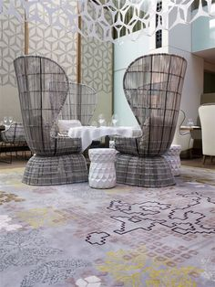 Tai Ping - Mandarin Oriental Barcelona with Patricia Urquiola Tai Ping - Hong Kong - Paris - New York - Tapis - 1956 - Décoration - Intérieur - Ambiance - Restaurant - Chaise - Design - Tabouret - Table - Couverts - APR
