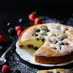 Make mom smile this Sunday by serving her a slice of this Easy Ricotta Cake with Fresh Berries for breakfast or dessert!