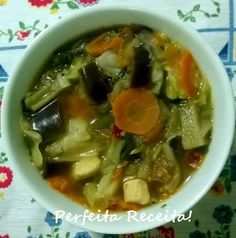 Essa sopa fica bem leve, e saborosa!         Ingredientes:   - 1/2 repolho picado em pedaços grandes (quadrados)  - 2 cenouras grandes em r...