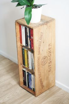 Recycling: Shelf of sugar box - Upcycling & crafts DIY Shelf Furniture, Home Furniture, Upcycled Crafts, Diy And Crafts, Beddinge, Wooden Boxes, Decoration, Sweet Home, Creations