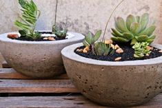 DIY Cement Crafts not only look good, they are fun and easy to make. From planters, to vases and so much more. Read up here for the endless possibilities of DIY cement crafts. Cement Flower Pots, Diy Concrete Planters, Large Flower Pots, Concrete Pots, Outdoor Planters, Flower Planters, Diy Planters, Planter Pots, Planter Ideas
