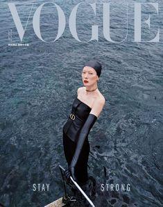 記錄逾百年頂尖流行,被喻為「時尚聖經」的VOGUE雜誌是時尚類國際中文版女性雜誌的領導者。VOGUE時尚雜誌每月均為您報導來自巴黎、米蘭、紐約頂尖時裝設計大師的流行預言及獨家專訪,還有最新beauty、健康、休閒等報導,帶您永遠走在時尚與品味的頂端! Beach Editorial, Editorial Photography, Editorial Fashion, Fashion Photography, Portrait Photography, Vogue Magazine Covers, Vogue Covers, Couple Running, Guy Bourdin