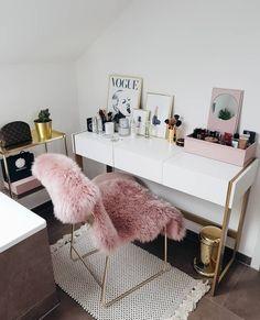 home decor idea Pink Home Decor, Home Decor Bedroom, Cute Furniture, Bedroom Decor For Teen Girls, Gold Bedroom, Glam Room, Aesthetic Room Decor, Living Room Paint, Interior Design Living Room