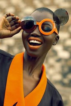 www.dilmah.nl Imagine yourself in the sun, having a cup of English breakfast and wearing these funny sunnies!: