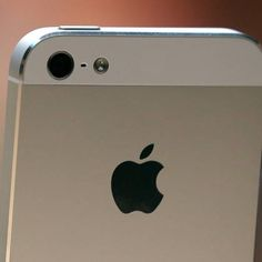 Apple misses iPhone forecasts; shares skid 10%