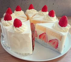 cake, food, and strawberry image Cute Desserts, Delicious Desserts, Dessert Recipes, I Love Food, Good Food, Yummy Food, Kawaii Dessert, Cafe Food, Sweet Cakes