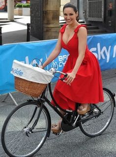 Red Ascot Dress Style Vintage Circle Skirt As Seen On Kelly Brook Kelly Brook Style, Kelly Brook Hot, Kelly Brook Bikini, Vrod Harley, Ascot Dresses, The Pretty Dress Company, Designer Party Dresses, Cycling Girls, Circle Dress