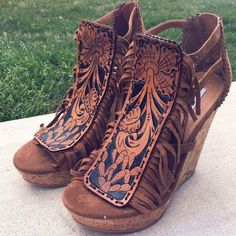 29 Wedge Sandals That Always Look Fantastic - Women Shoes Trends Western Shoes, Western Wear, Cowgirl Style, Cowgirl Boots, Cute Shoes, Me Too Shoes, Heeled Boots, Shoe Boots, Over Boots