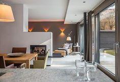 Wohnzimmer wiesbaden ~ Kamin mit sitzbank sitzauflagen moderne wohnzimmer und wohnbereich