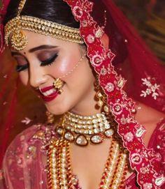 Shivangi Joshi looks breathtaking as a bride! Indian Bridal Photos, Indian Wedding Gowns, Indian Bridal Makeup, Bridal Makeup Looks, Indian Wedding Jewelry, Bridal Jewellery, Shivangi Joshi Instagram, Shadi Dresses, Bridal Photoshoot