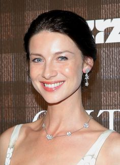 Actress Caitriona Balfe attended the screening of the new #Outlander series in New York City, showing off clear, radiant skin and a burnt-orange lip.