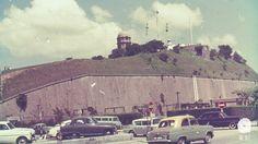 訊號山:又稱大包米,19世紀中期屬沿海地帶,後來前方填海開闢梳士巴利道及尖東,興建文娛設施。 British Hong Kong, Those Were The Days, Cool Photos, Nostalgia, Old Things, Facts, Mansions, Landscape, History