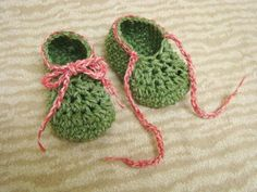 Crocheting: Laced Baby Booties