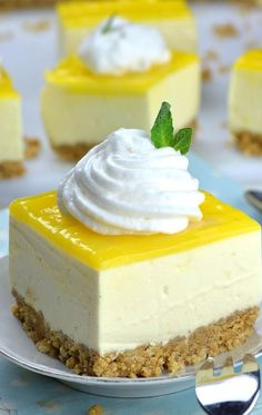 Lemon cheesecake with thermomix cuisine momix Summer Dessert Recipes, Easy Desserts, Dessert Thermomix, Lemon Cheesecake, Cheesecake Bars, Baking Tins, Savoury Cake, Something Sweet, Mini Cakes