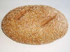 Dunkles Brot hält länger – Lebensmittelabfälle beim Brot zu vermeiden Wer beim Einkauf zum Brot vom Vortag greift, hilft dabei, Lebensmittelabfälle zu vermeiden. In Deutschland landen pro Person und Jahr rund zwölf Kilogramm Gebackenes im Müll. Das ist etwa jedes achte gekaufte Brot. Hinzu kommen jene Backwaren, die gar nicht erst verkauft und von den Supermärkten und Bäckereien anderweitig verarbeitet oder entsorgt werden