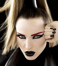 gothic makeup | steps of preparing a gothic make up