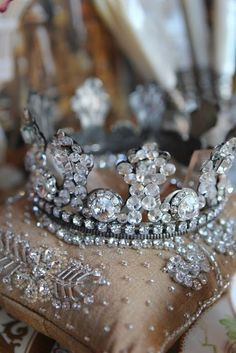 Kate Middleton has yet to decide on whether she'll be donning a tiara on her wedding day, although she can pick any one from the Queen's tiara collection. Life's Little Mysteries investigates how the tiara tradition came about. Royal Jewels, Crown Jewels, Vintage Accessoires, Faberge Eier, Im A Princess, Princess Crowns, Princess Dresses, Cinderella Princess, Cinderella Party