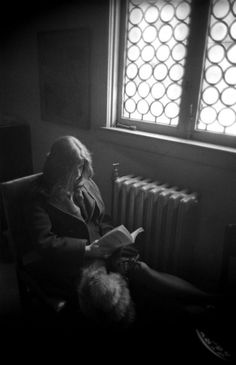 "theswinginsixties: "" Janis Joplin reading backstage at the Grande Ballroom, Detroit, Photo by Elliot Landy. Janis Joplin, Old Photos, Vintage Photos, Divas, Black White Photos, Black And White, Female Rock Stars, Detroit History, It's All Happening"