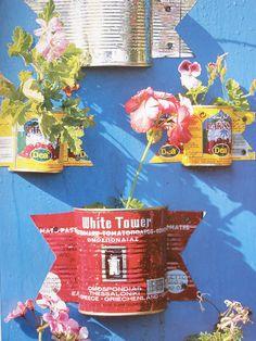 Cherishing Spaces: Sharing some easy garden deco ideas from Tessa Evelegh's book Ideas Terraza, Tin Can Flowers, Garden Deco, Easy Garden, Tin Can Garden Ideas, Herb Garden, Plant Nursery, Garden Planters, Wall Planters