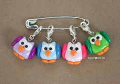 Repeat Crafter Me: DIY Owl Stitch Markers with Polymer Clay´¨`'°ºoTeresa Restegui http://www.pinterest.com/teretegui/oº°'´¨