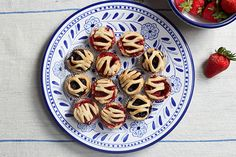 Mini Pies Perfect For A Weekend Barbecue Just Desserts, Dessert Recipes, Finger Desserts, Fruit Recipes, Finger Food, Summer Recipes, Holiday Recipes, Holiday Ideas, Mini Pie Recipes